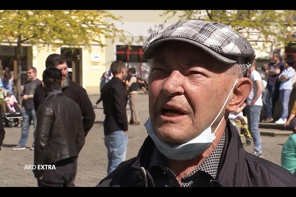 Alfons Blum (84) erzählte einem ARD-Kamerateam, warum ihn das Besuchsverbot in Pflegeheimen so schwer trifft.