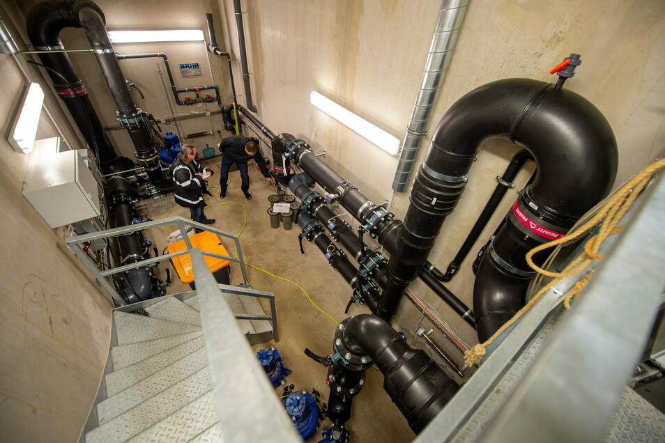 Im Technikraum herrschen vier Grad über Null, damit die Gerätschaften den Frostschutzbetrieb sichern können.