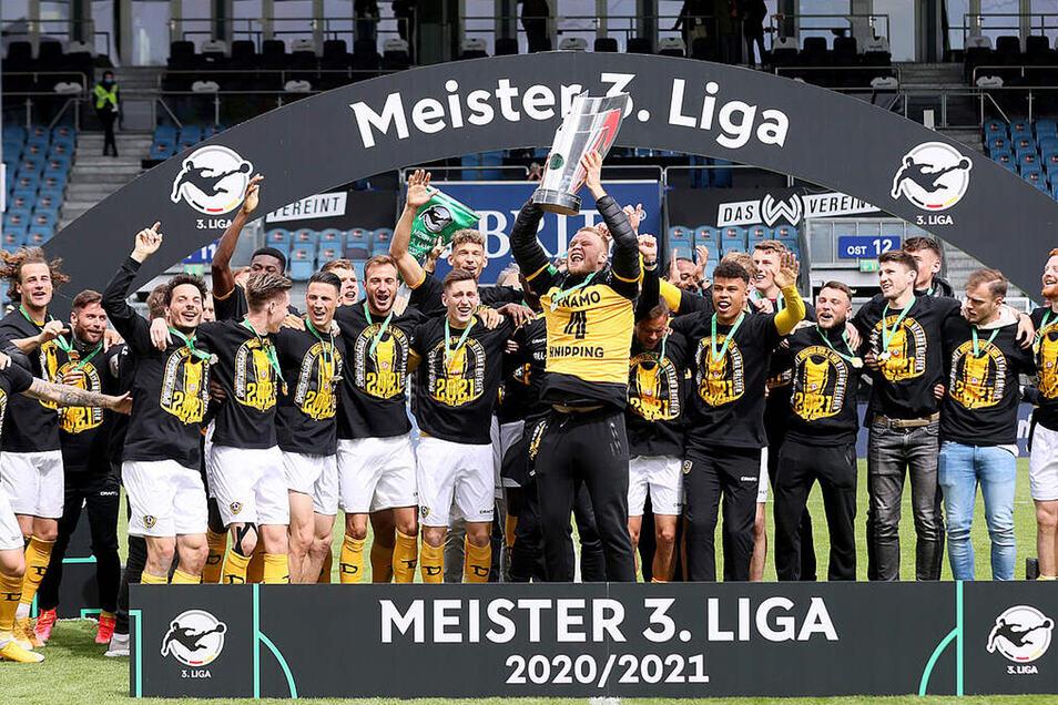 Großer Jubel zum Saisonende 2020/21! Jetzt startet Dynamo mit Leidenschaft in die 2.Liga.