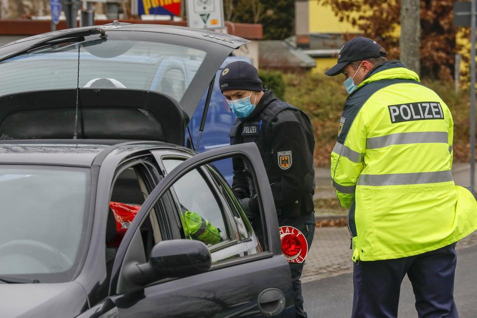 Bild einer Kontrolle der Polizei an der Friedensstraße in Zittau.