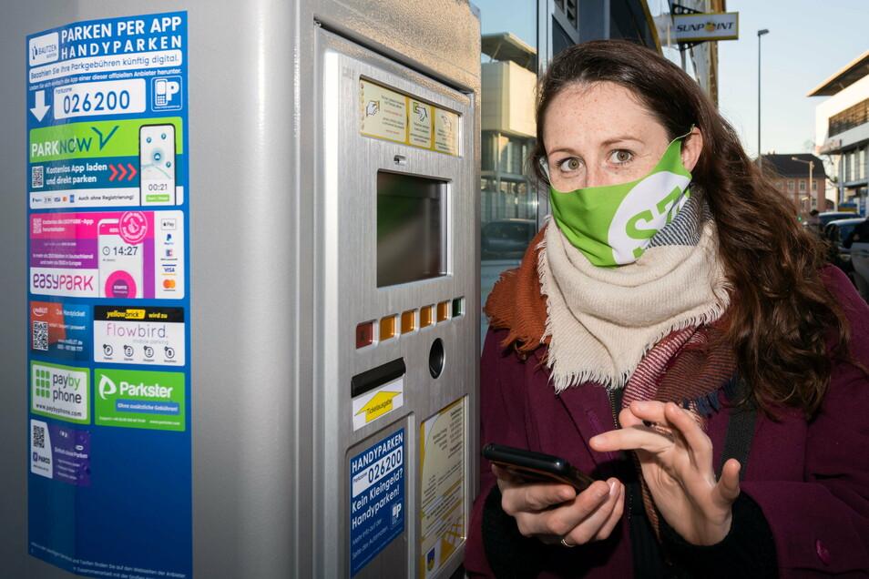 Sächsische.de-Reporterin Theresa Hellwig testet das neue Angebot in Bautzen: Handyparken.