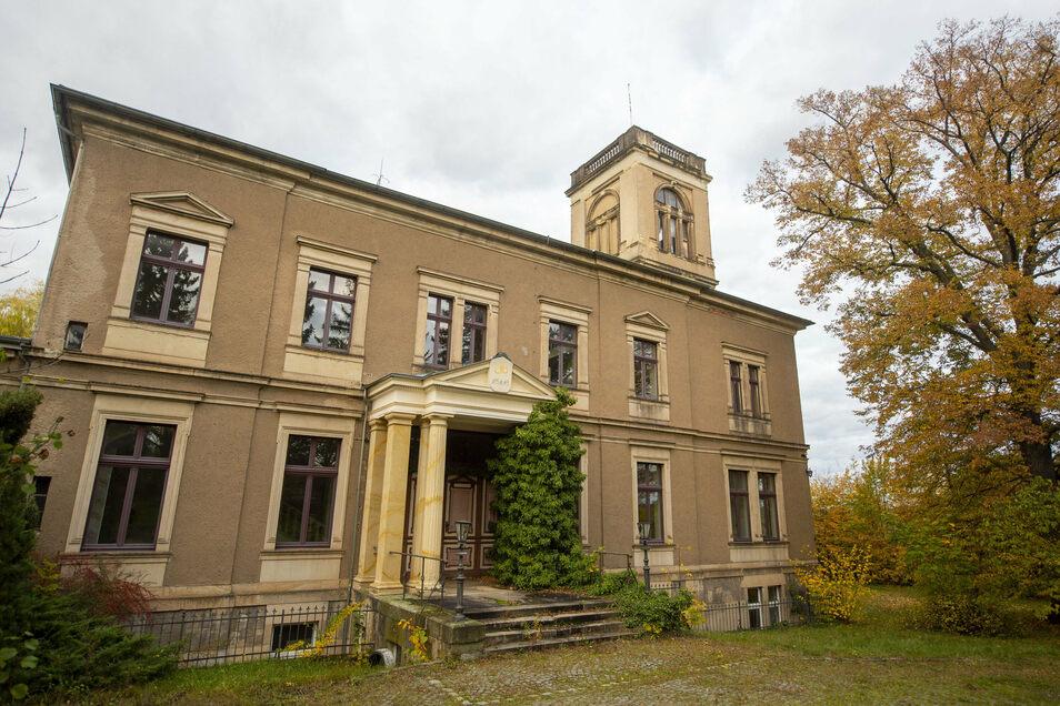 Es sieht nach Jahren des Leerstands nicht danach aus, hat aber eine herrschaftliche Vergangenheit, an die nun angeknüpft werden soll: Schloss bzw. Villa Lützow in Großsedlitz.