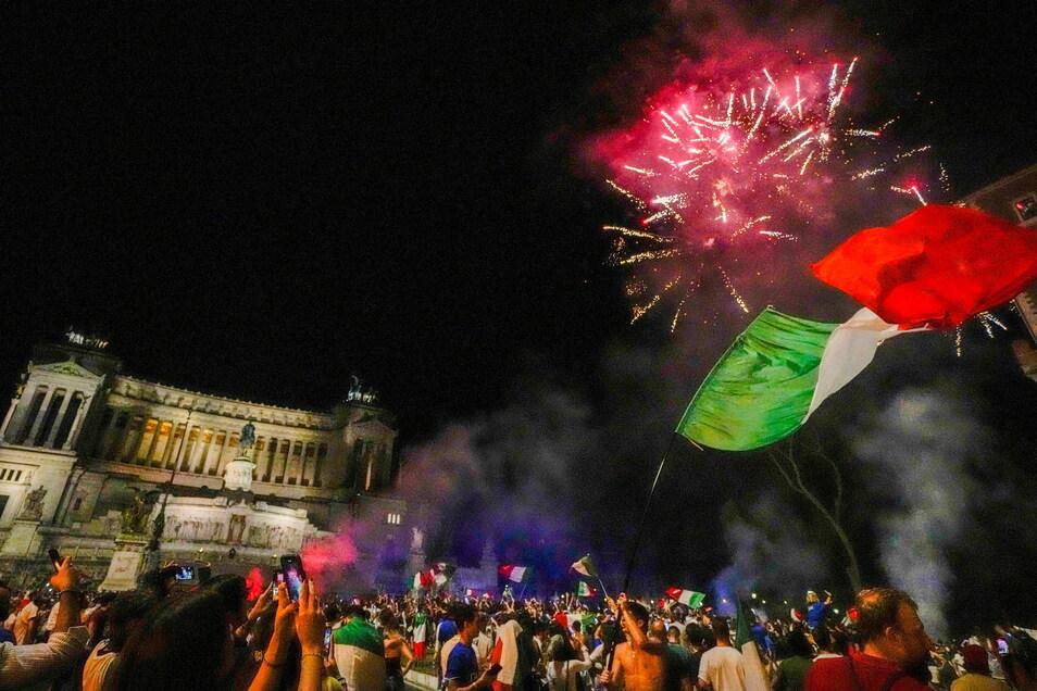 Italiens Fans feiern in Rom.