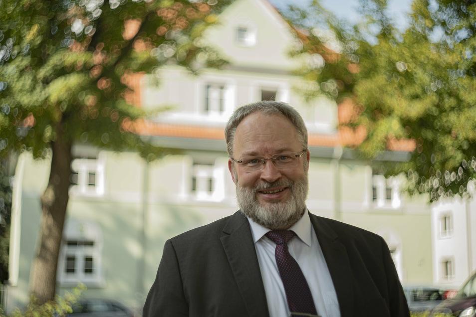 Wulf-Dieter Schomber ist Geschäftsführer der städtischen Wohnungsgesellschaft Kamenz. Die saniert derzeit Wohnhäuser am August-Bebel-Platz.