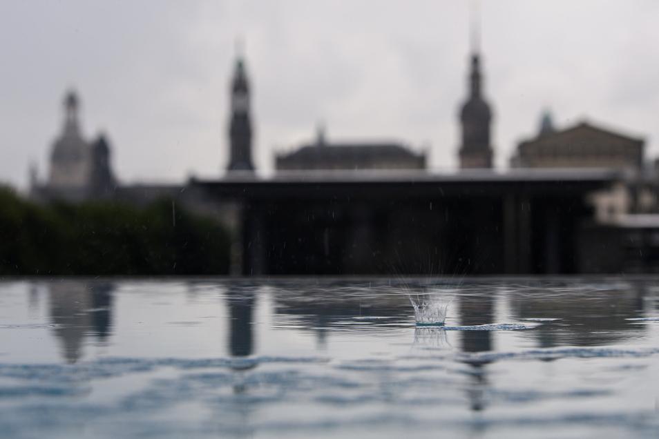 Das wird voraussichtlich kein schönes Ferienende. Der Wetterdienst kündigt Gewitter und Schauer in Dresden an.