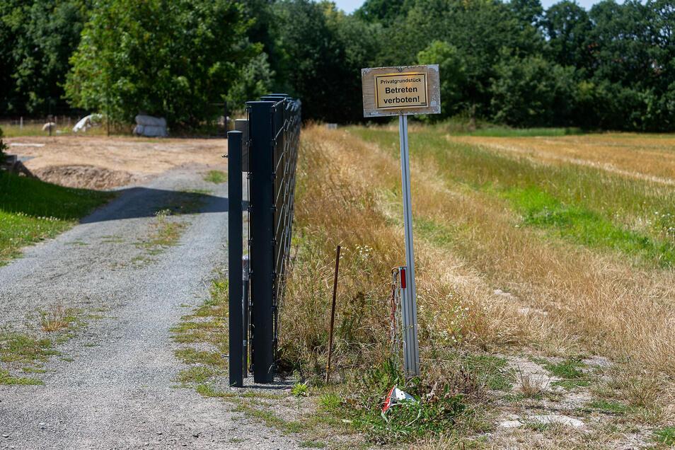 Der Wanderweg zum Eutschützgrund hinter der Hausnummer 39 führt direkt durch das Privatgrundstück.