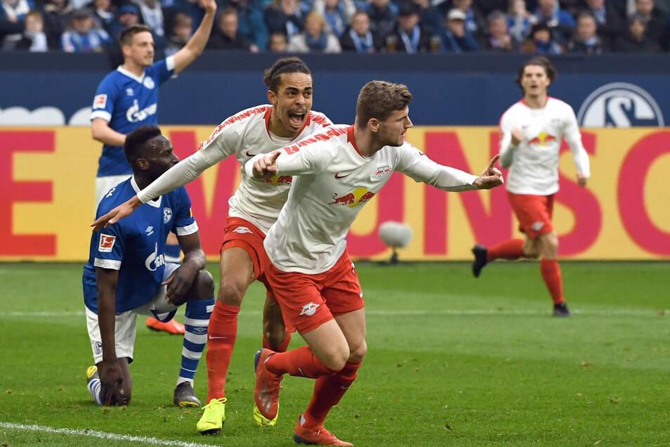 Als das noch möglich war: Yussuf Poulsen und Timo Werner (vorn) jubeln gemeinsam nach einem Treffer für RB Leipzig. Die Frage ist unabhängig von der Corona-Krise, ob sie auch nächste Saison gemeinsam für den Klub angreifen.