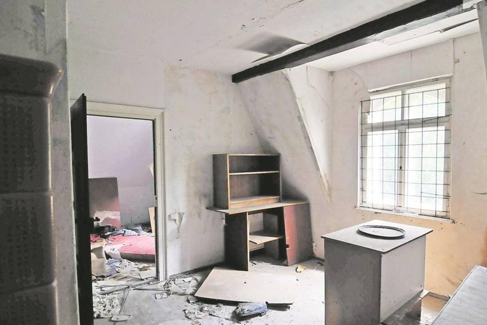 Die Villa Bauch in Roßwein verfällt seit Jahren. Nun wurde sie zum Tatort eines Verbrechens. Fotos: Dietmar Thomas