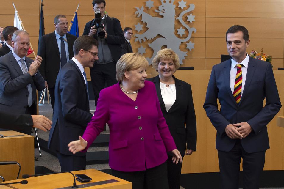 Im Wahlkampf unterstützte ihn selbst Bundeskanzlerin Angela Merkel. Ihr Auftritt im Erfurter Landtag wurde als Festakt der CDU-Fraktion zum 29. Jahrestag der Wiedervereinigung verkauft. Geholfen hat es nicht.