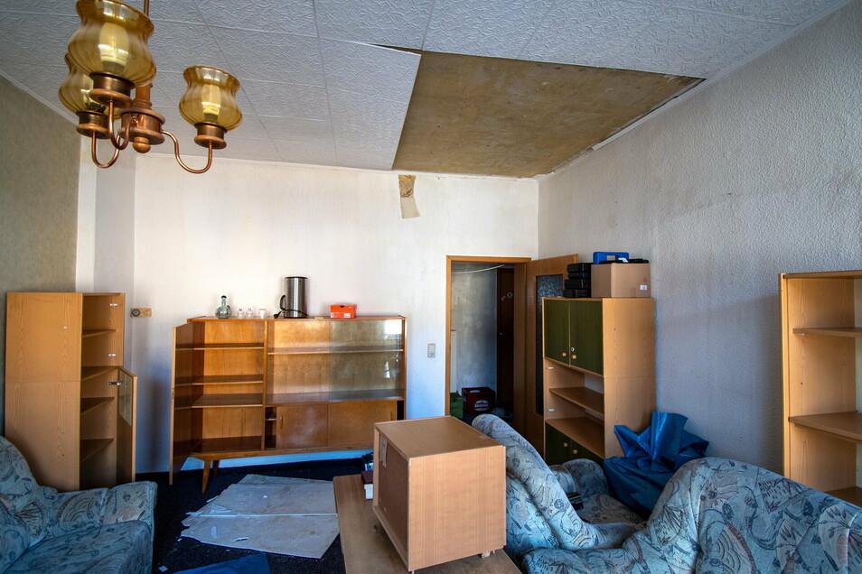 Ein Großteil der Möbel mussten in der Wohnung bleiben. Sie sind durch die Nässe komplett beschädigt.