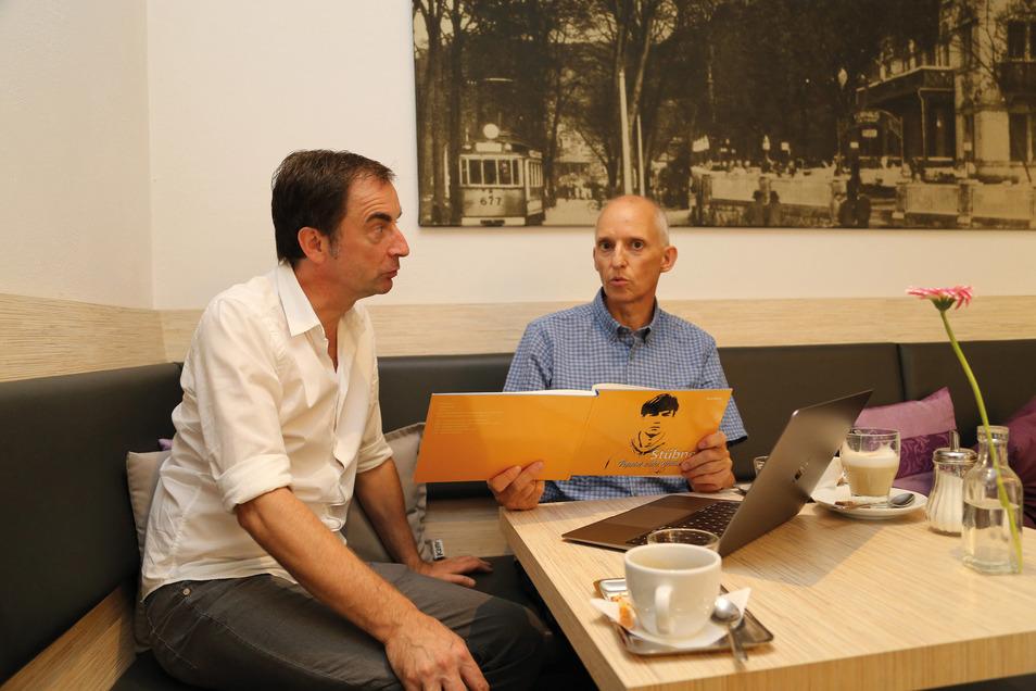 Uwe Karte bei einem seiner Treffen mit Uwe Stübner.