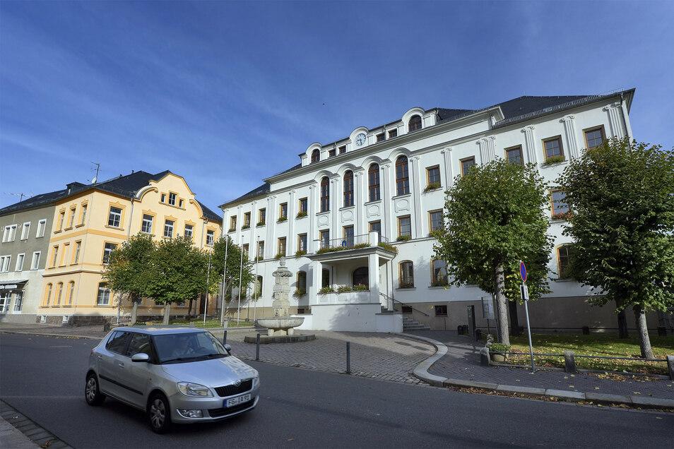 Der Harthaer Stadtrat muss in einer Sondersitzung über den kauf zweier Fahrzeuge für den Bauhof entscheiden.