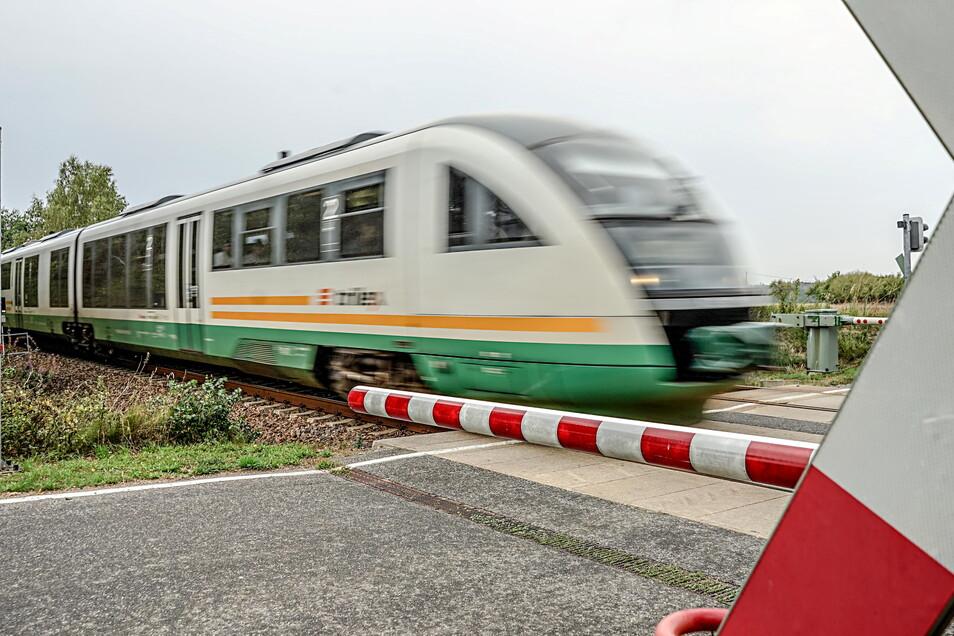 Drei Jugendliche aus einem Wohnheim in Bautzen wollten mit dem Zug nach Görlitz. Da sie keinen Fahrschein hatten, rief eine Zugbegleiterin die Polizei.