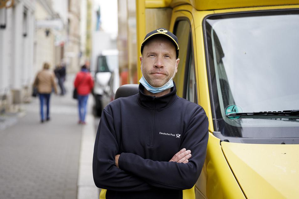 Stefan Schreiber ist Paketbote. Der Görlitzer trägt jetzt im Schnitt 160 Pakete aus - jeden Tag.