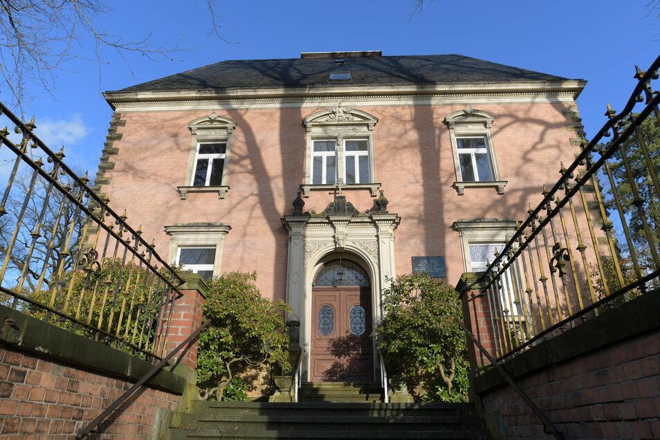 Diese Villa in Neugersdorf war bis vergangenen Oktober eine katholische Kirche. Nun ist das Haus verkauft.