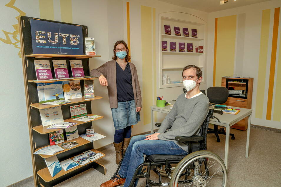 """Dorothea Spillmann von der EUTB-Beratungsstelle und David Gratzl vom Projekt """"Bischofswerda Inklusiv"""" wollen, dass alle Menschen, egal ob mit oder ohne Behinderung, an der Gesellschaft teilhaben können."""