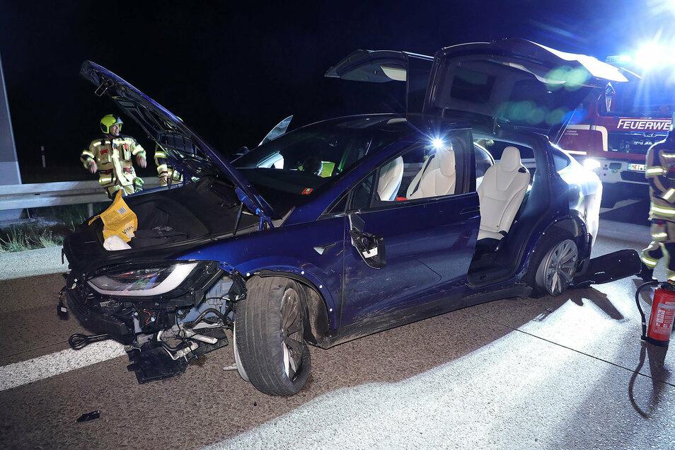 Die beiden Insassen des französischen Tesla blieben unverletzt.