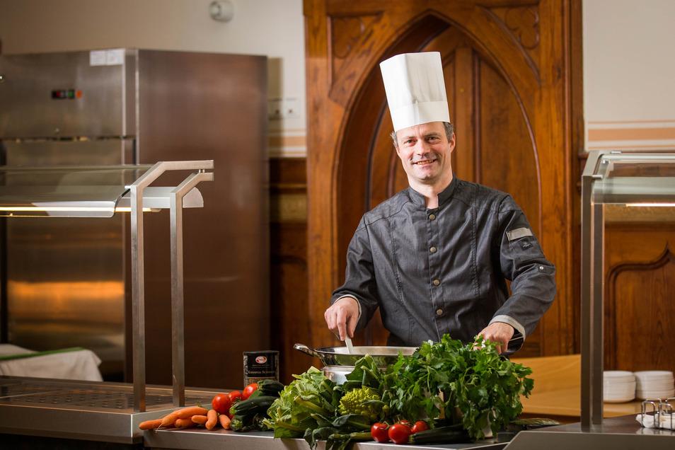 Als Koch und Kantinenchef der Kruzianer sucht Mathias Schulz die Balance zwischen Leibspeise und gesunder Kost.