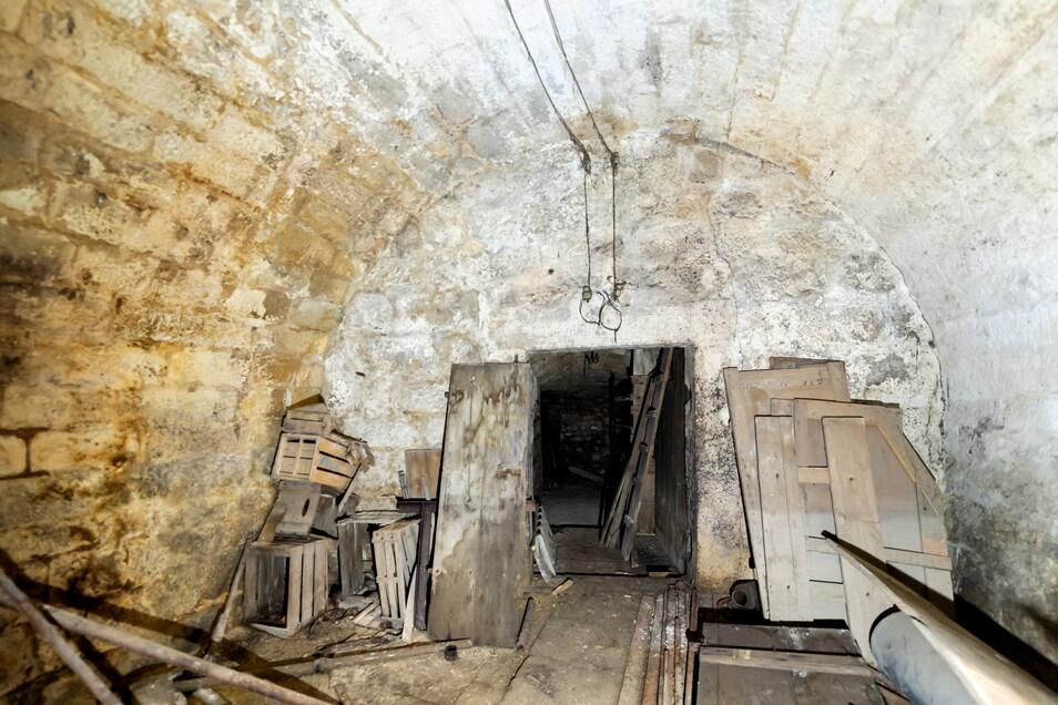Im Gewölbekeller finden sich heute nur noch alte Holzkisten und Einweckgläser. Künftig soll hier ein Bierkeller entstehen, der urig und gemütlich gestaltet ist.