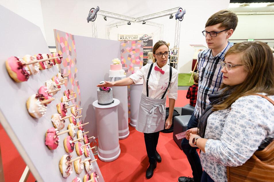 Wie wäre es mit einer Donut-Wall für alle Gäste mit einem Süßzahn?