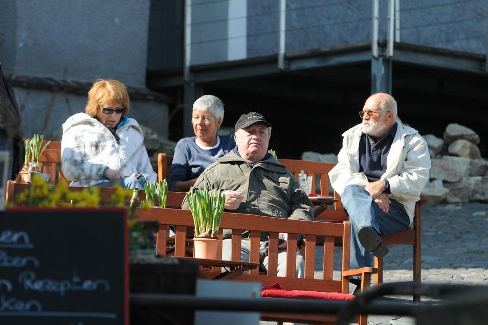 Touristen kommen auch außerhalb der Sommermonate nach Görlitz.