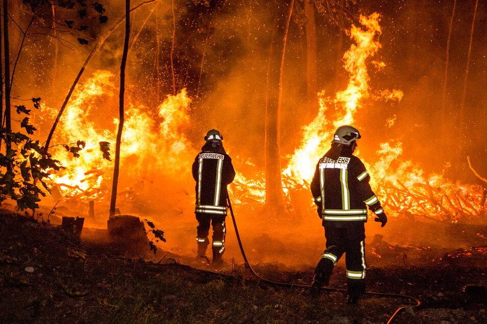 Wie hier vor vier Jahren bei Burkau kommt es jedes Jahr mehrmals zu Waldbränden im Landkreis Bautzen. Im Moment herrscht wieder besonders hohe Brandgefahr.