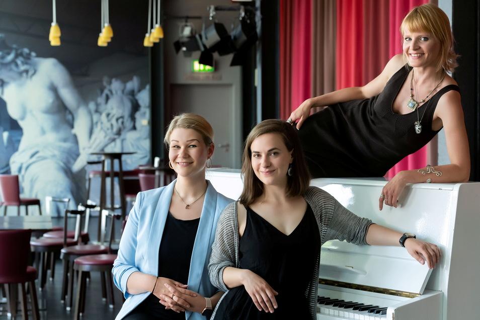 Beim diesjährigen Bautzener Sommertheater sind sie Schauspielerinnen und Sängerinnen: Anna-Maria Brankatschk, Julia Klinger und Fiona Piekarek-Jung (v.l.). Sie warten sehnsüchtig auf die Premiere.
