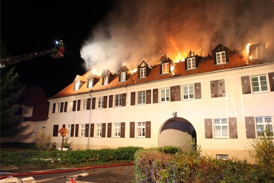Die 18 Bewohner des Hauses brachten sich rechtzeitig in Sicherheit.