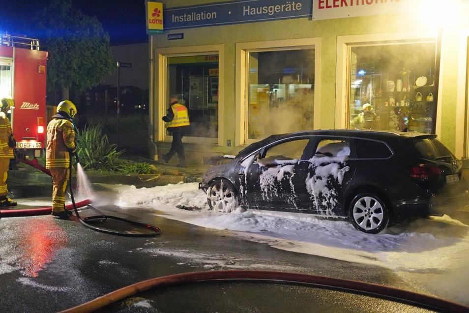 Der Opel Astra erlitt beim Brand auf der Bahnhofstraße Totalschaden.
