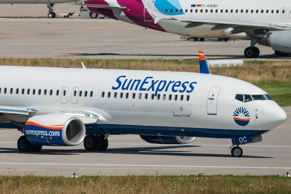 Das Archivbild aus dem Jahr 2017 zeigt eine Boeing 737-800 der SunExpress am Flughafen Stuttgartt