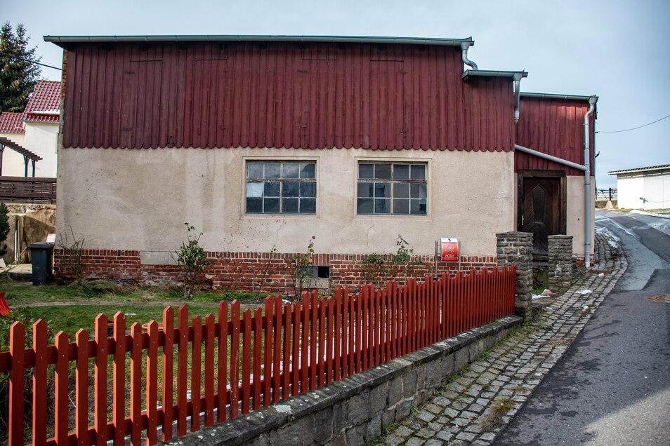 Das alte Feuerwehr-Depot in Schrebitz wird bald abgerissen. Das hat der Gemeinderat beschlossen.