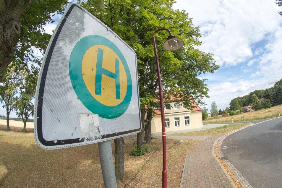 Im Malschwitzer Gemeindegebiet entstehen jetzt sechs barrierefreie Haltestellen. Weitere sollen in den kommenden Jahren folgen, bis im gesamten Gemeindegebiet der barrierefreie Zugang zum Nahverkehr gewährleistet ist.