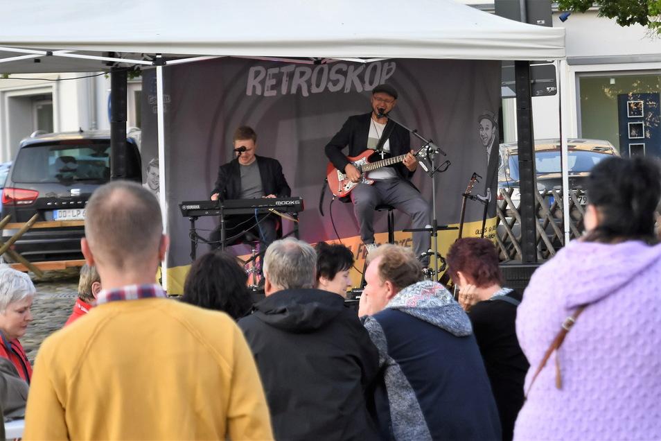 Die Musiker von Retroskope veranstalteten eines von vielen kleinen Konzerten in der Innenstadt von Bischofswerda. Bei den Besuchern kam die Livemusik sehr gut an.