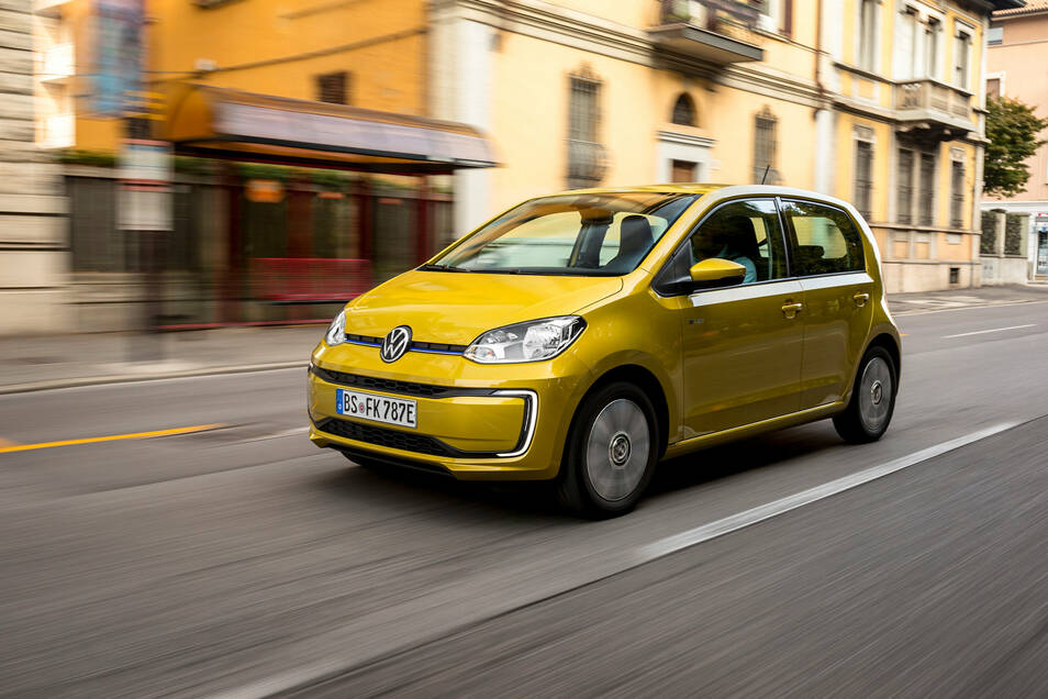 Der kompakte VW E-Up reicht für kurze Strecken im Stadtverkehr völlig aus. Auch seine Reichweite liegt bei rund 260 Kilometern. Der Preis beginnt bei 21.975 Euro.