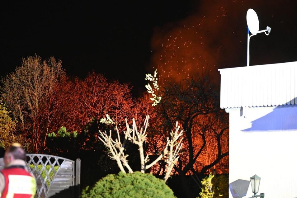 Die Feuerwehr musste in der Nacht zu Montag zu einem Feuer in einer Gartenanlage in Bautzen ausrücken.