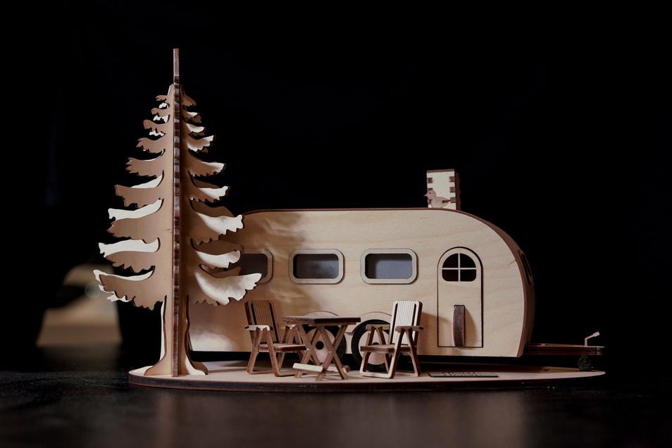 Thomas Werker hat schon weitere Pläne: Seine Räucherwohnwagen sollen zeitlos schön und nicht nur zu Weihnachten passend sein. Künftig könnte ein Grill die Tanne ersetzen oder auch ein Surfbrett.