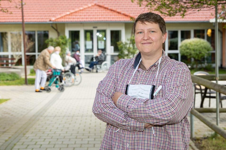 """Hofft auf weitere Lockerungen beim Besuchsverbot: Susanne Hübel von der Alloheim Seniorenresidenz """"AGO Bielatal""""."""