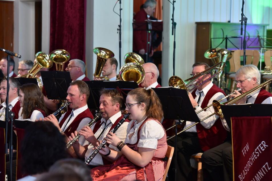Hier spielt das Blasorchester Colmnitz. Es ist eines der Beispiele für das lebhafte Vereinsleben in der Gemeinde Klingenberg.