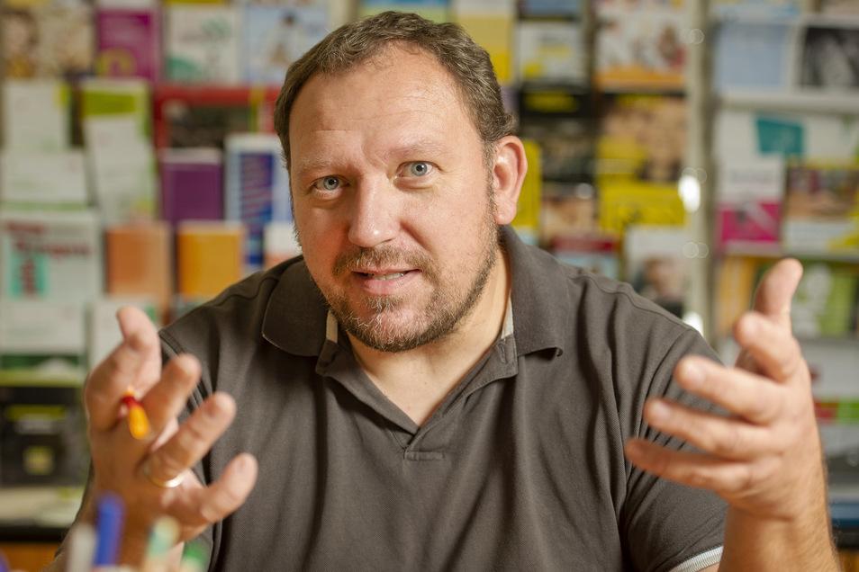 Rocco Geißdorf vom Hanno e. V. lädt zu einem Elternabend zum Thema Jugendliche und Neue Medien ein.