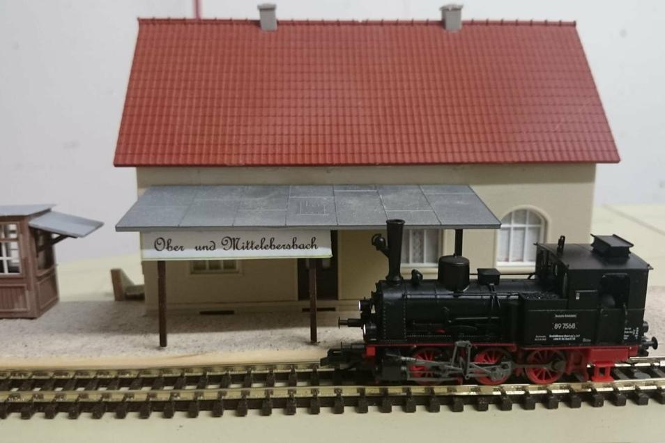 Der nachgebaute Ebersbacher Bahnhof in Miniatur. So gab es ihn nur auf Plänen.