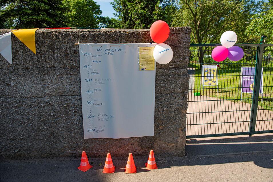 Am Eingang können sich ehemalige Kindergartenkinder in Jahrgangsisten eintragen.