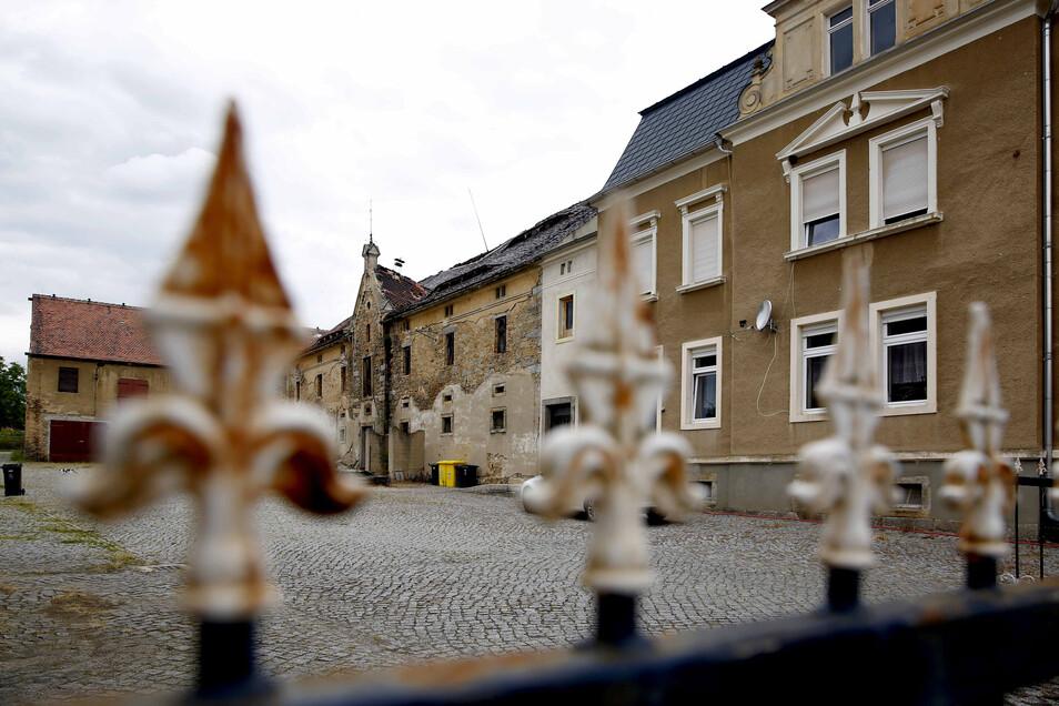 Auf dem alten Dreiseitenhof an der Straße der Gemeinschaft soll ein neuer Dorftreff für den Kamenzer Ortsteil Wiesa entstehen. Der Stadtrat beschloss jetzt den Kauf des Geländes.