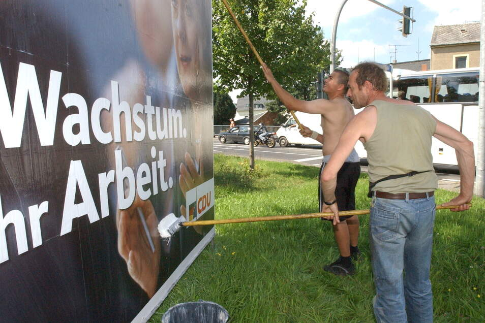 Hier an der Ecke der B170 mit der Glashütter Straße wurden 2005 schon Großplakate aufgestellt. Dieser Platz ist für die Wahlwerbung so gefragt, dass jetzt das Los entscheiden muss.