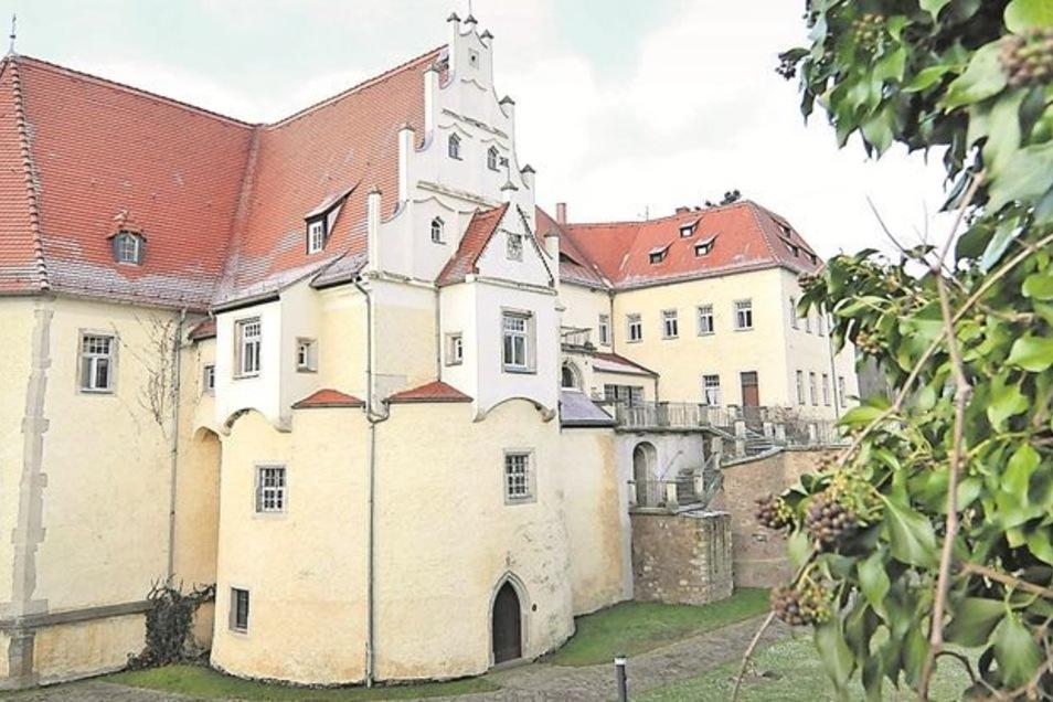 Die Ansicht: Schloss Schleinitz ist ein spätgotisches Schloss, das aus einer früheren Wasserburg entstanden ist. Bis Ende des vergangenen Jahres wurde es als Hotel und Hochzeitsschloss genutzt. Nun sucht die Stadt Nossen einen Pächter.Fotos: Claudia Hübsc