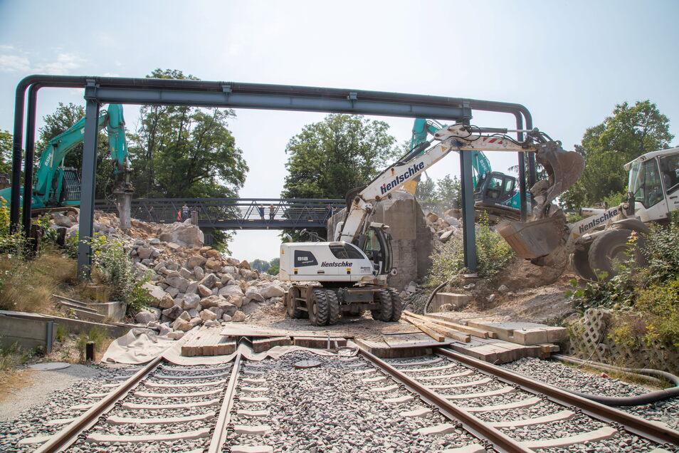 Der Abriss der Blockhausbrücke war mit einer Sperrung der Bahnstrecke Görlitz-Zgorzelec verbunden.