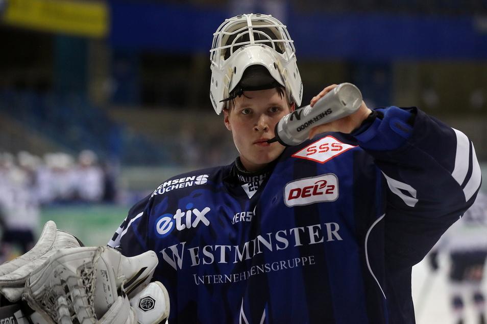 Nick Jordan Vieregge bleibt bei den Dresdner Eislöwen - könnte aber auch Spielzeit bei einem Kooperationspartner aus der Oberliga erhalten.