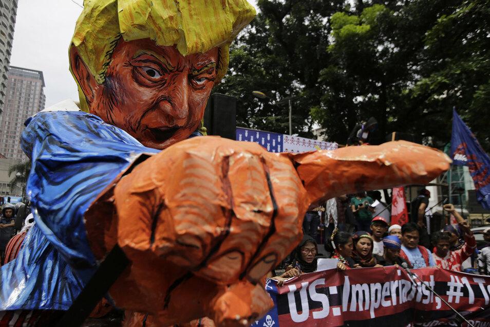 Laut Verschwörungstheoretiker macht das viel kritisierte Krisenmanagement von US-Präsident durchaus Sinn.