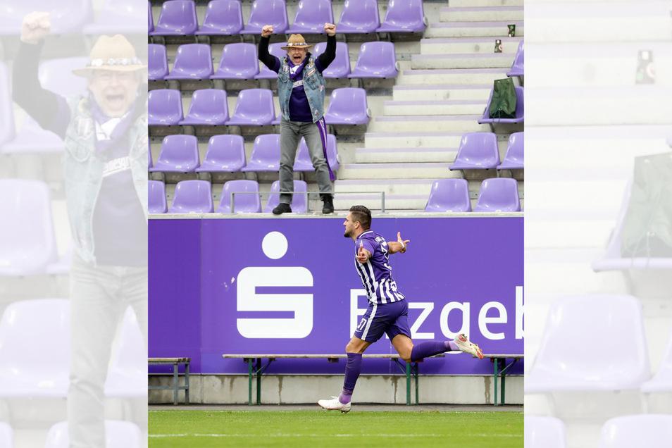 """""""Zweisam"""": Der Leipziger Fotograf Sven Sonntag gewinnt mit diesem Jubelbild aus dem Auer Erzgebirgsstadion."""