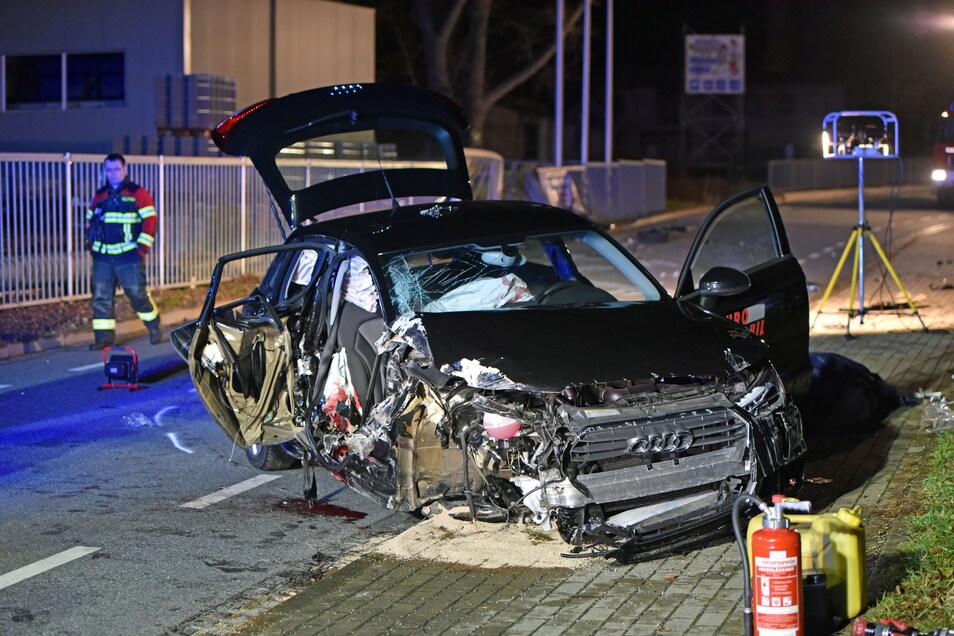 Das Wrack des Audi A1 nach dem Unfall. Die beiden auf der Beifahrerseite sitzenden Männer hatten keine Chance.