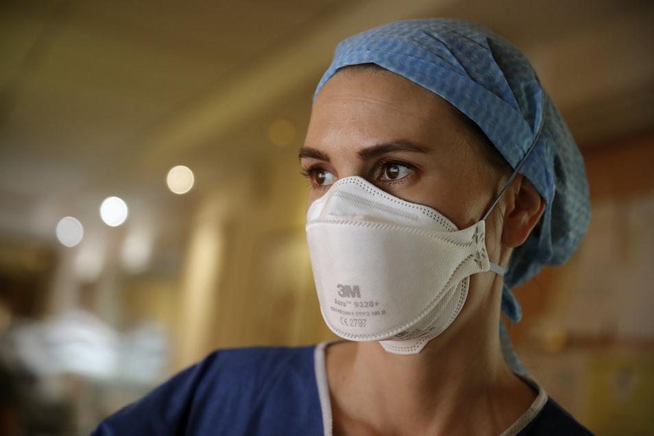 Die Ausstattung mit Mund- und Nasenschutz für das medizinische Personal hat sich offenbar verbessert. Jetzt fragen sich viele: Kommt auch bei uns die Mundschutz-Pflicht in öffentlichen Verkehrsmitteln und Geschäften?